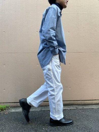 ディッキーズ白ペインターパンツとシャツのコーディネート